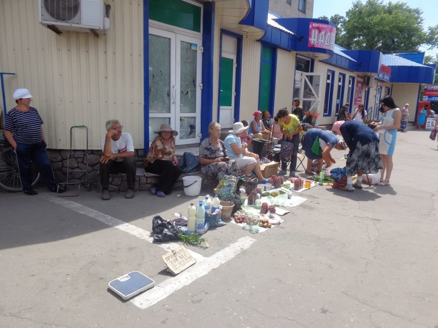 Стихийная торговля в Красноармейске: нарушить закон, чтобы выжить (фото) - фото 3