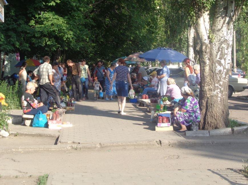 Стихийная торговля в Красноармейске: нарушить закон, чтобы выжить (фото) - фото 1