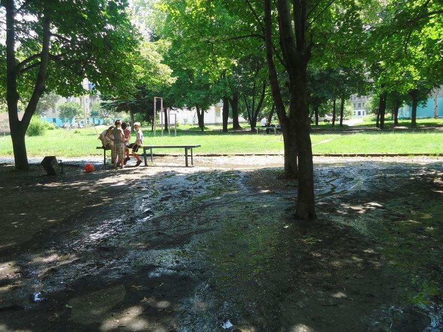 Аварийная детская площадка: где играют дети микрорайона «Западный» в Димитрове? (фото) - фото 2