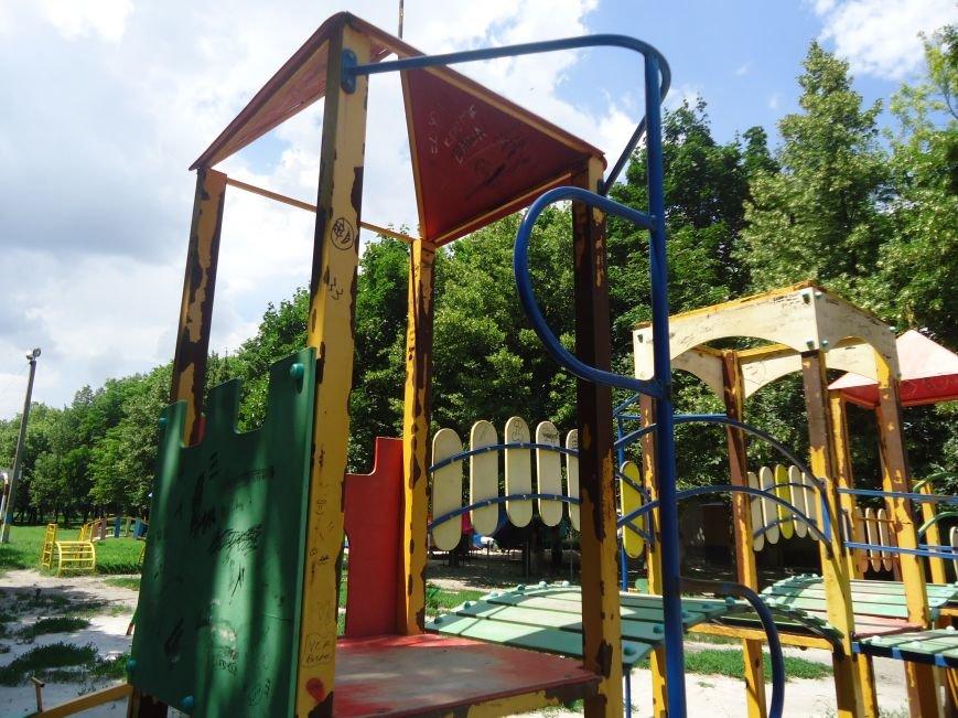 Аварийная детская площадка: где играют дети микрорайона «Западный» в Димитрове? (фото) - фото 4