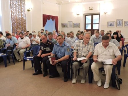 Мэр призвал неравнодушных мариупольцев принять участие в строительстве третьей линии обороны (ФОТО) (фото) - фото 1