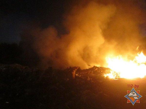 На выходных гродненские спасатели дважды тушили мусорные полигоны (фото) - фото 5
