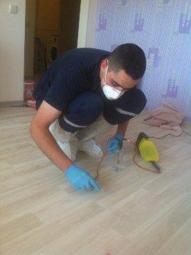 Львівські рятувальники зібрали ртуть із розбитого термометра у помешканні квартири (фото) - фото 1