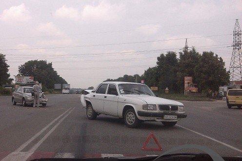 Сьогодні у Вінниці біля «Епіцентру» сталося ДТП. Geely зіткнулася із «Волгою» (фото) (фото) - фото 3