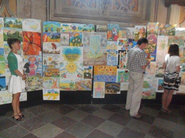 «Тато, повертайся живим!»: Діти учасників АТО намалювали зворушливі картини (ФОТО+ВІДЕО) (фото) - фото 1