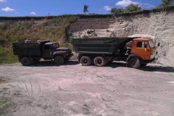 На Львівщині впіймали браконьєрів, які незаконно видобували пісок (фото) - фото 1