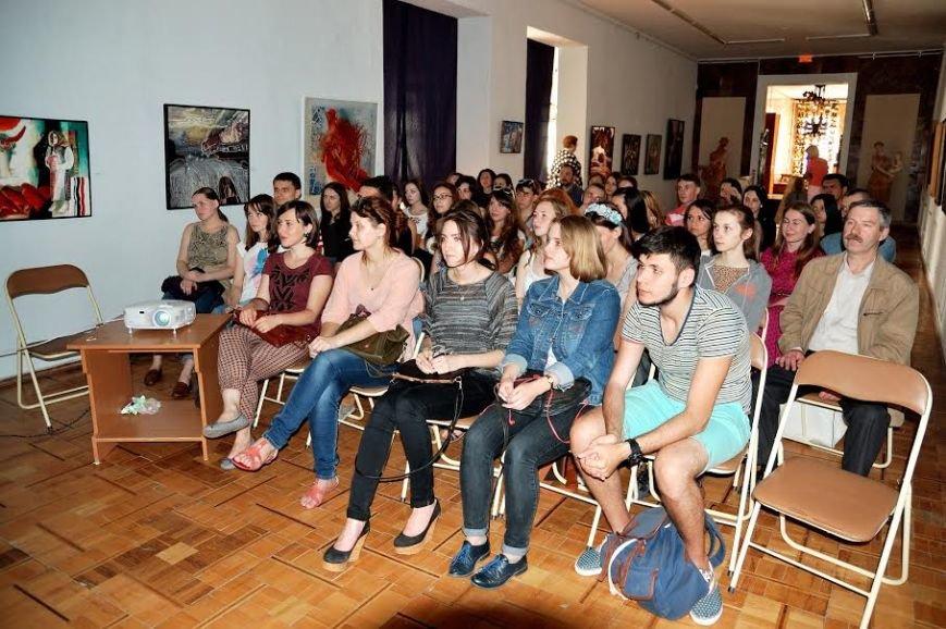 У Хмельницькому обласному музеї провели майстер-клас із цифорового живопису (ФОТО) (фото) - фото 3