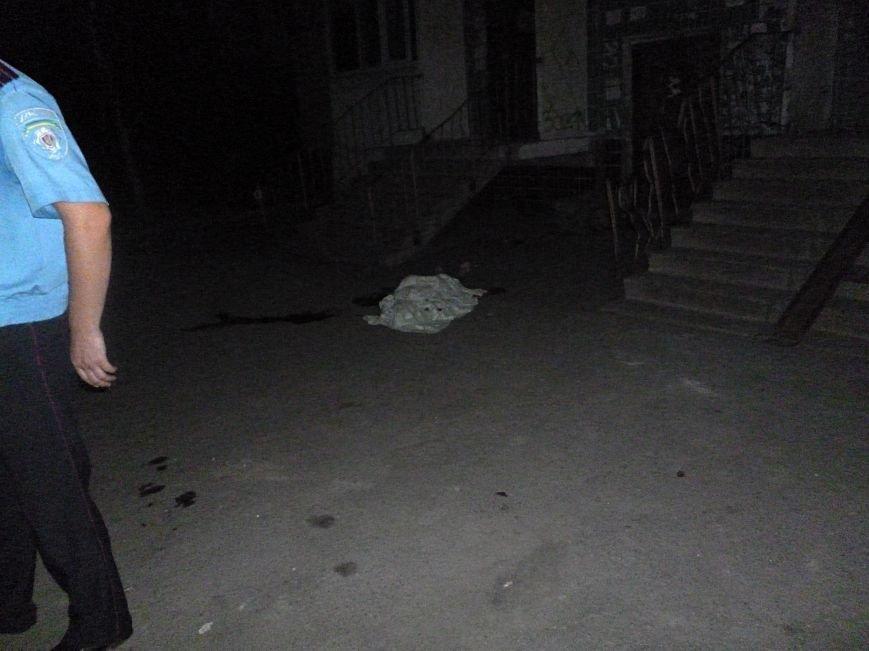 25-летняя криворожанка покончила жизнь самоубийством на глазах у детей и пенсионеров  (ФОТО) (фото) - фото 1
