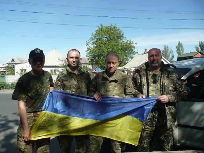 Волонтери ГФ Славутич разом з в__йськовим