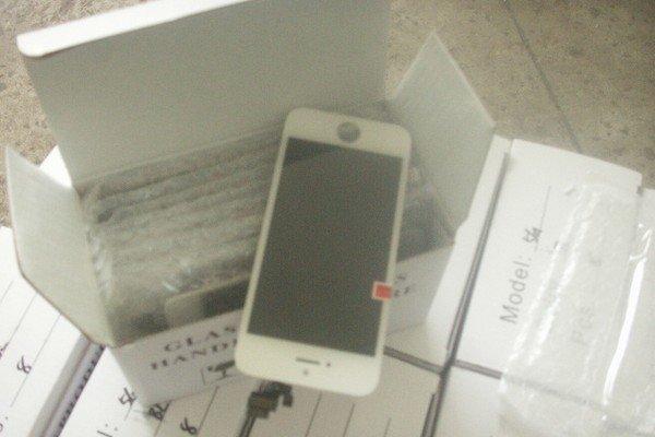 В Ошмянах задержали запчасти к смартфонам на 200 тыс долларов (фото) - фото 1