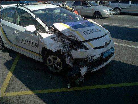 В Киеве авто патрульных полицейских столкнулось с маршруткой (Добавлено ФОТО) (фото) - фото 1