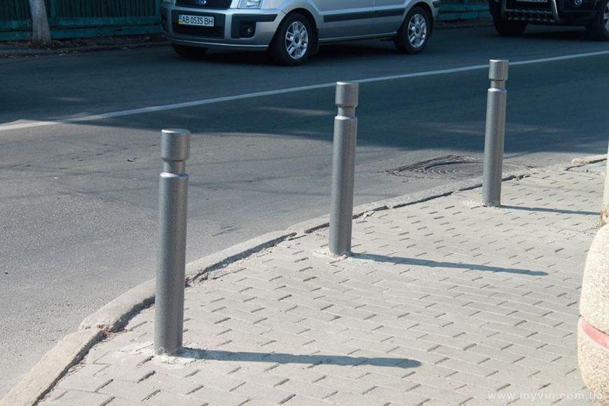 З любителями паркуватись на тротуарі боротимуться стовпчики (фото) - фото 5