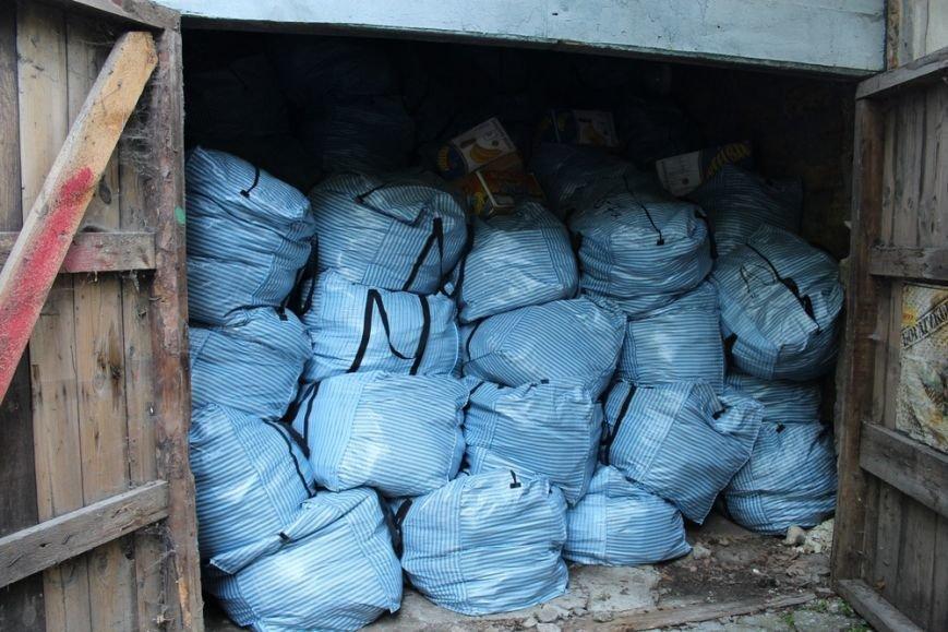 Предпринимателям начали выдавать вывезенное с рынка по ул. Козлова имущество (ФОТО) (фото) - фото 3