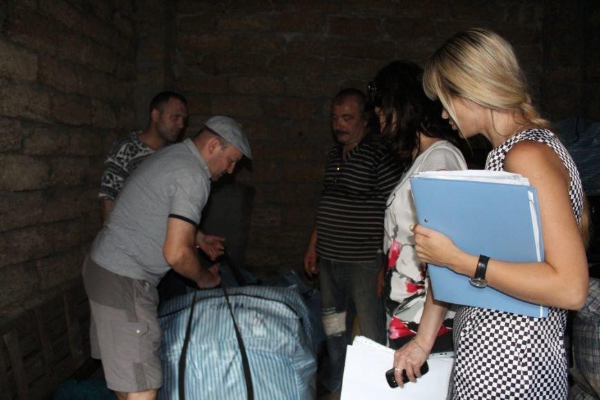 Предпринимателям начали выдавать вывезенное с рынка по ул. Козлова имущество (ФОТО) (фото) - фото 5