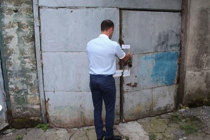 Предпринимателям начали выдавать вывезенное с рынка по ул. Козлова имущество (ФОТО) (фото) - фото 2