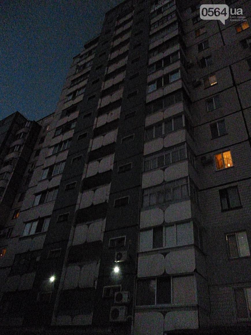 Молодая криворожанка выбросилась с балкона многоэтажки на глазах у людей (фото) - фото 1
