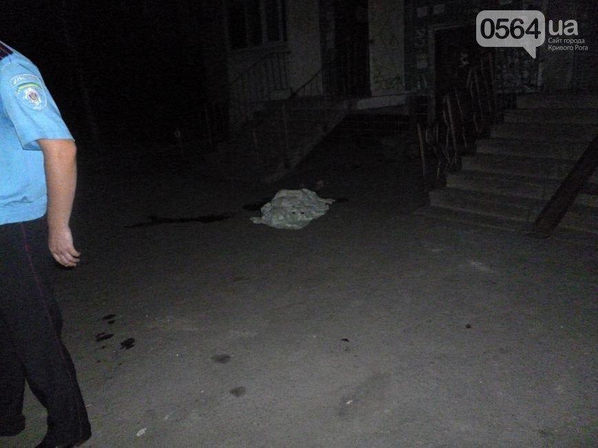 Молодая криворожанка выбросилась с балкона многоэтажки на глазах у людей (фото) - фото 3