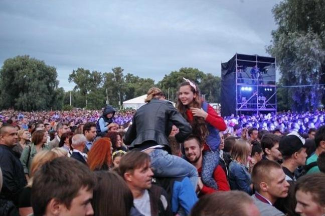 Десять тысяч черниговцев посетили концерт групп «НеАнгелы» и «ТІК», фото-5