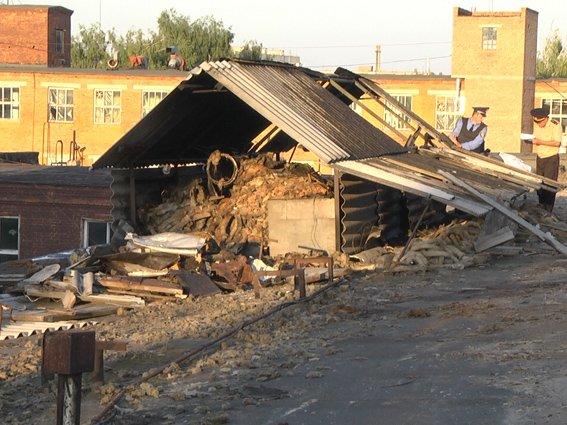 Кондитерська у вогні: столітня будівля загорілась через іскри (ФОТО) (фото) - фото 1