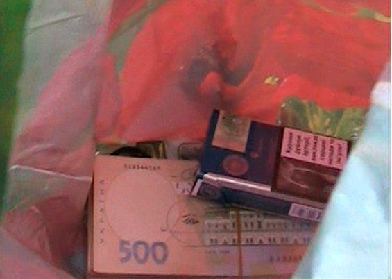 Житомирські правоохоронці розповіли деталі затримання сільського голови за хабар (фото) - фото 1