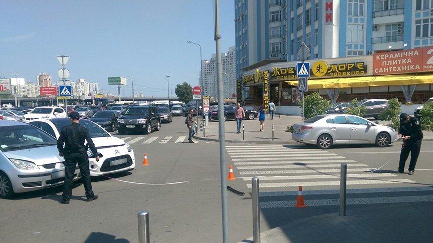 """На Осокорках водитель """"Citroen"""" с ребенком в салоне не пропустил """"Mitsubishi"""" (ФОТО, обновлено) (фото) - фото 2"""