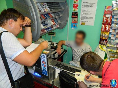 В мариупольском супермаркете милиционеру продали пиво поздним вечером (ФОТО), фото-2