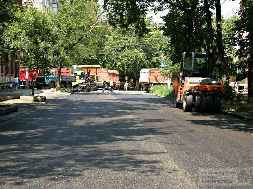 В центре Симферополя образовался 1,5-метровый провал на проезжей части дороги (ФОТО) (фото) - фото 1