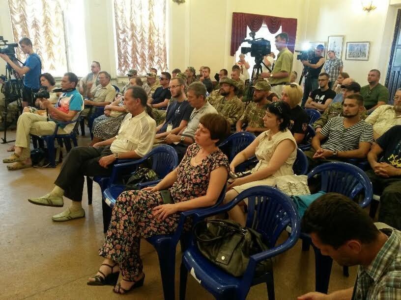 Мариупольцы блокируют вывод войск из Широкино, если такой приказ будет отдан, - общественники (ФОТО) (фото) - фото 9
