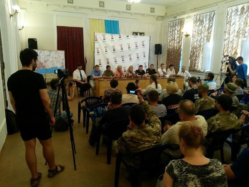 Мариупольцы блокируют вывод войск из Широкино, если такой приказ будет отдан, - общественники (ФОТО) (фото) - фото 8
