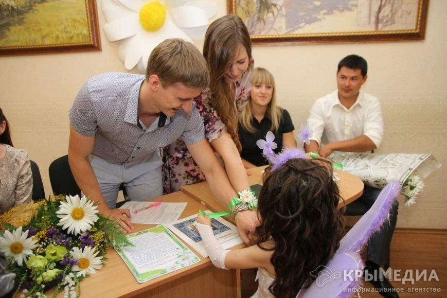В День семьи, любви и верности в Симферополе одновременно обручились пять пар (ФОТО) (фото) - фото 2
