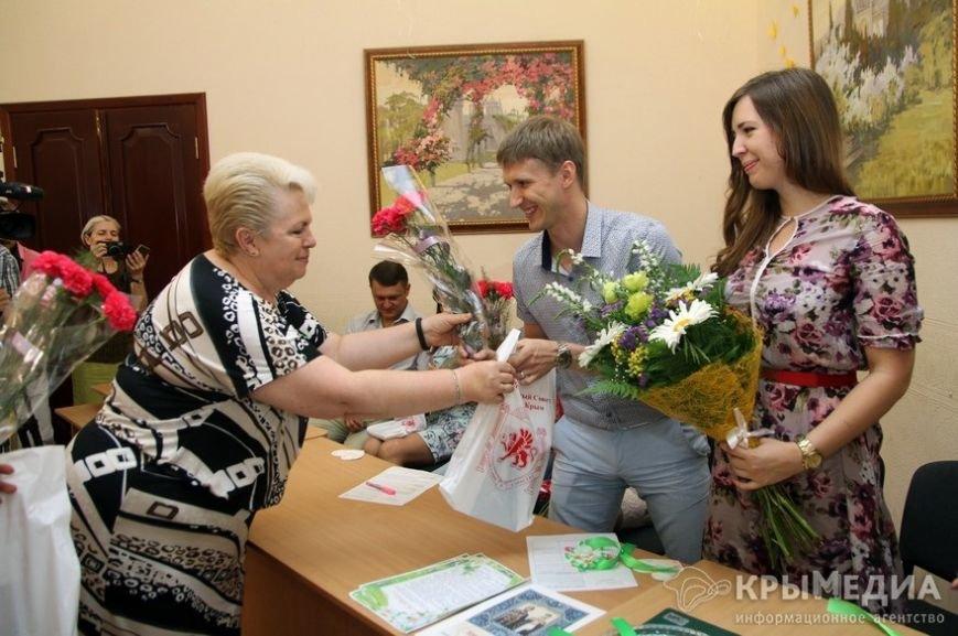 В День семьи, любви и верности в Симферополе одновременно обручились пять пар (ФОТО) (фото) - фото 3