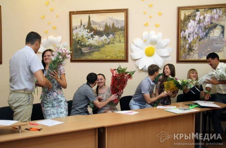 В День семьи, любви и верности в Симферополе одновременно обручились пять пар (ФОТО) (фото) - фото 4