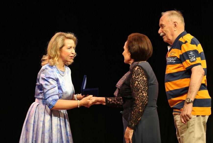 Супруга премьер-министра России в Ялте наградила семейные пары медалями «За любовь и верность» (ФОТО) (фото) - фото 4
