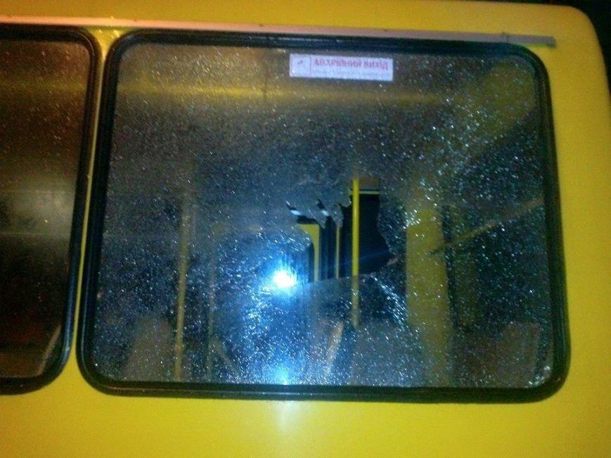Львівська міліція не буде розшукувати зловмисника який обстріляв автобус (ФОТО) (фото) - фото 1