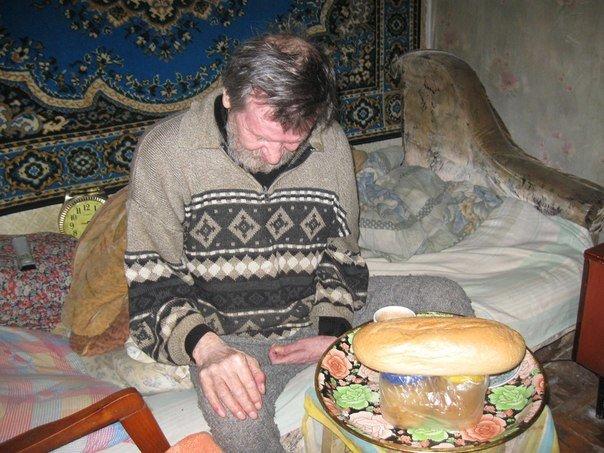 Авдеевские волонтеры кормят горячими обедами инвалидов и стариков (ФОТО) (фото) - фото 1