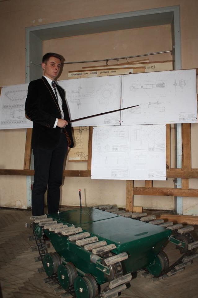 Науковці та студенти Львівської політехніки розробляють техніку для експлуатації в зоні бойових дій (фото) - фото 2