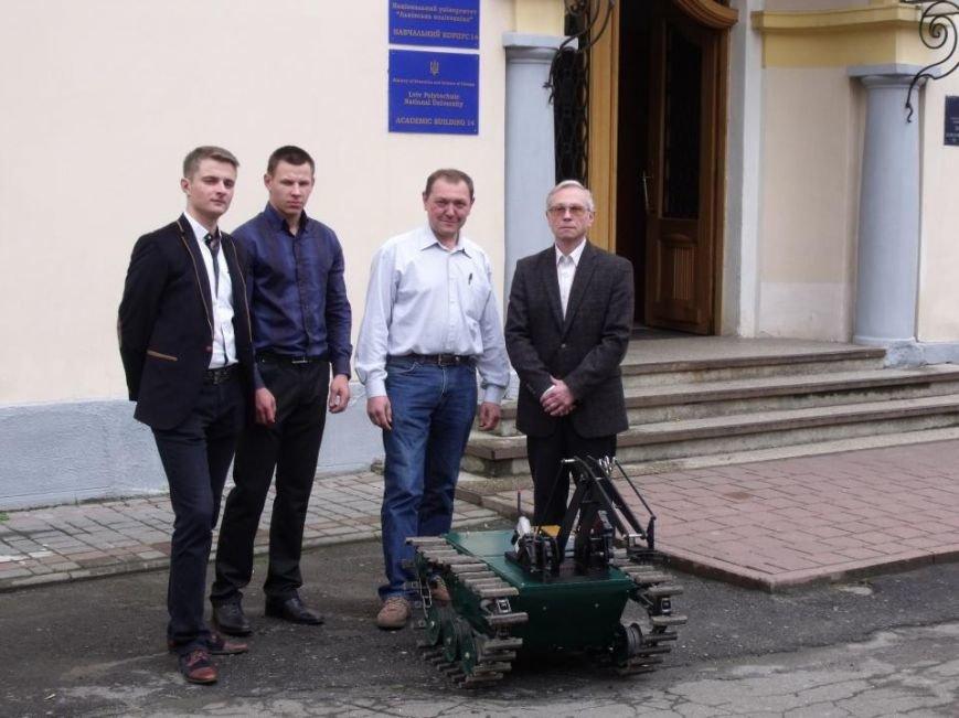 Науковці та студенти Львівської політехніки розробляють техніку для експлуатації в зоні бойових дій (фото) - фото 1