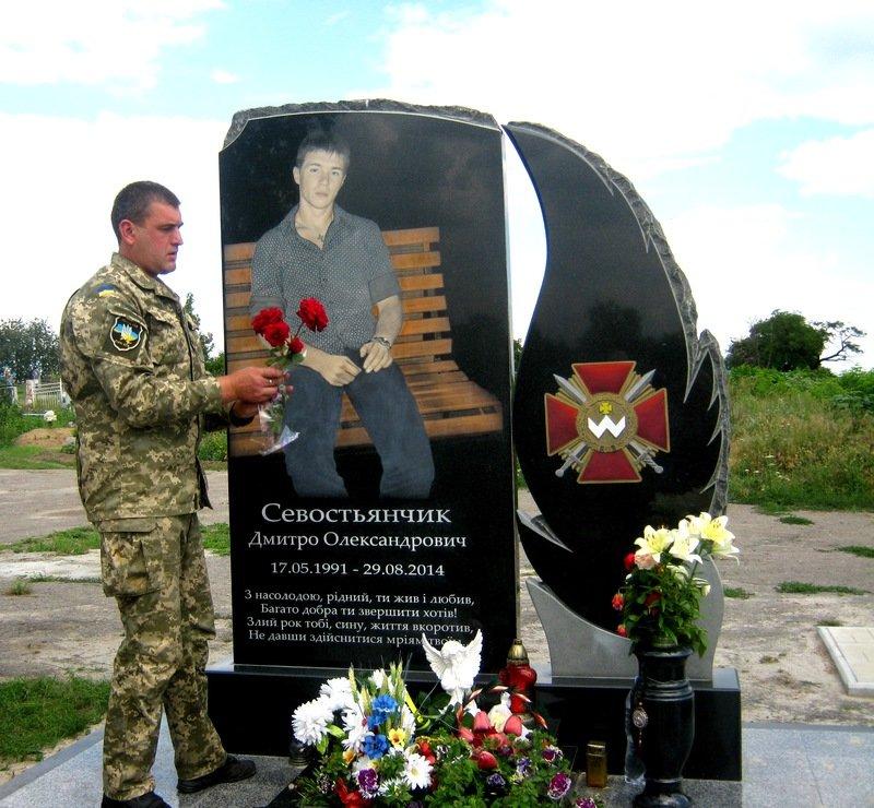 Экспозиция, посвященная участникам АТО, открылась в Днепропетровской области (фото) - фото 4