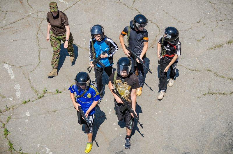 Днепродзержинских школьников учат собирать беспилотники, защищаться от нападения и быть настоящими патриотами (фото) - фото 1