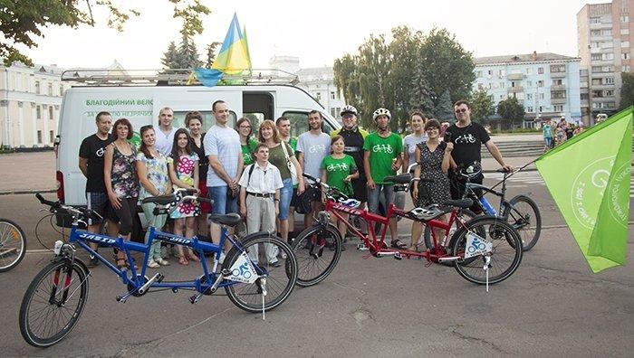 Житомиряни долучилися до Благодійного велопробігу (фото) - фото 1