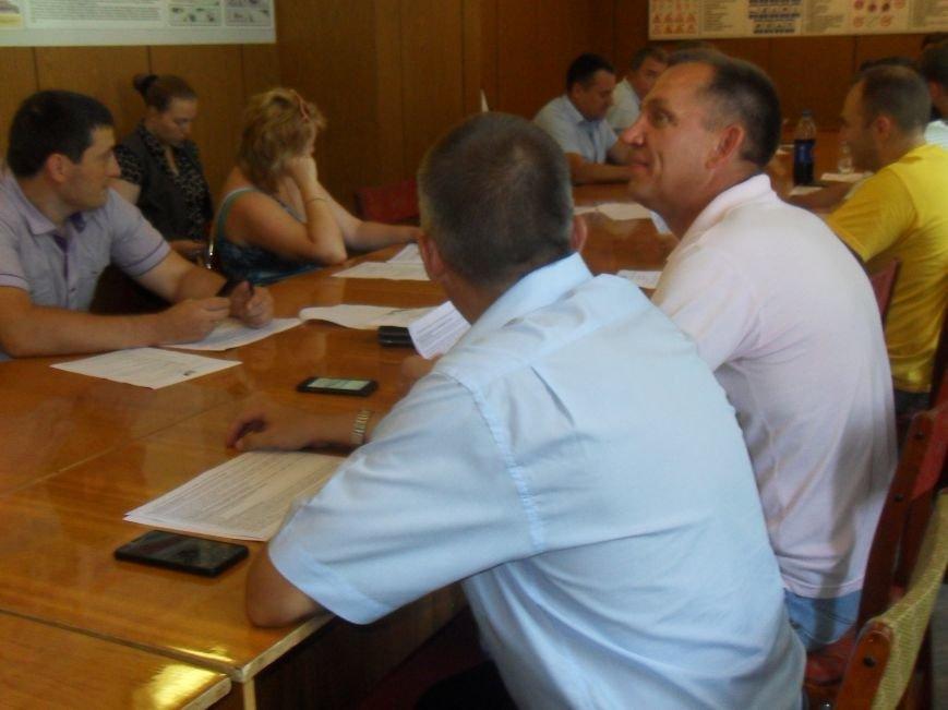 Полтавські громадські організації та політичні партії проігнорували круглий стіл з питань місцевих виборів (фото) - фото 1