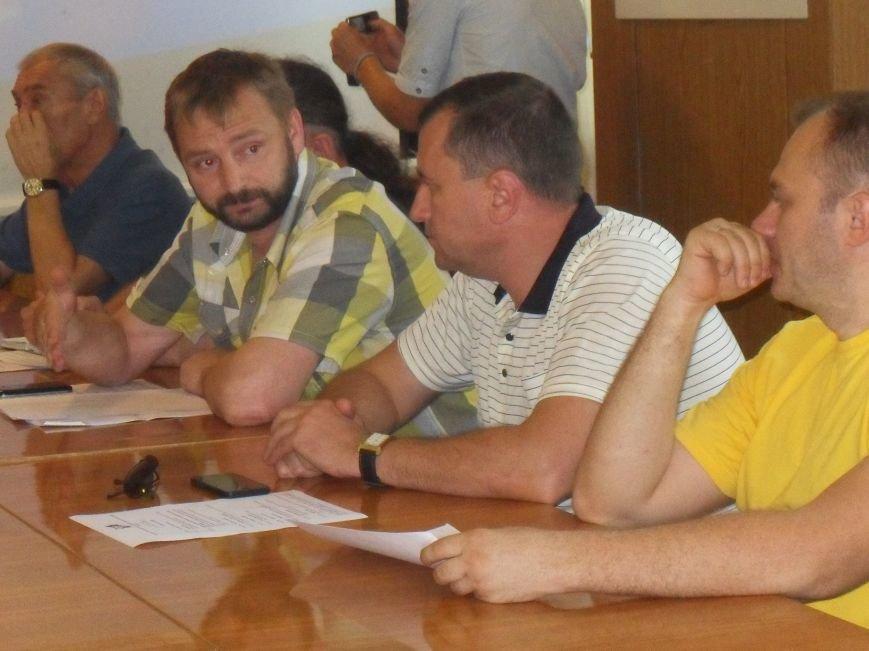 Полтавські громадські організації та політичні партії проігнорували круглий стіл з питань місцевих виборів (фото) - фото 2