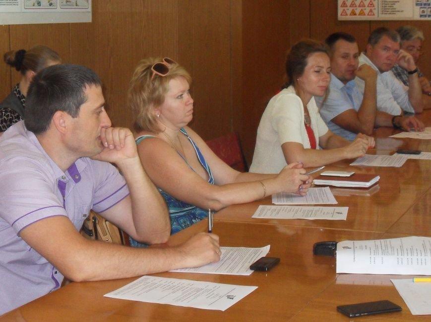 Полтавські громадські організації та політичні партії проігнорували круглий стіл з питань місцевих виборів (фото) - фото 3
