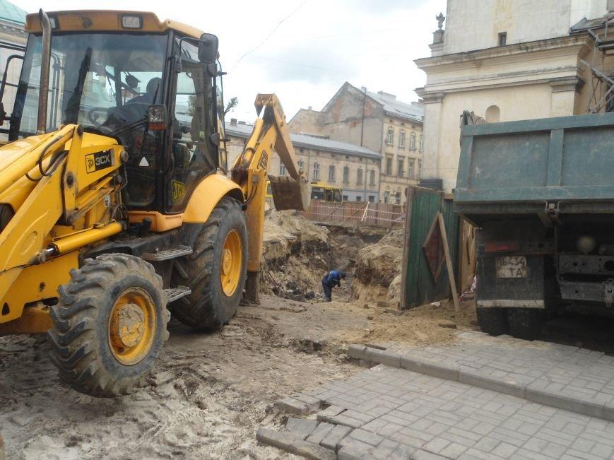 Реконструкція площі Митної: обіцяють більше зелені та новий фонтан (ФОТО) (фото) - фото 1