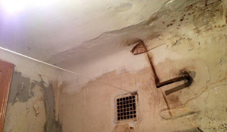 В Днепродзержинске жильцы треснувшего дома ожидают решения проблемы (фото) - фото 4