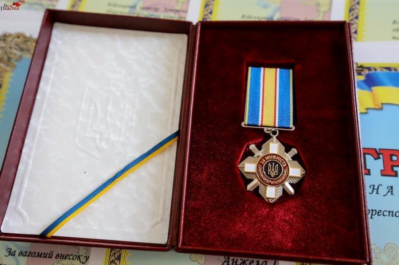 В Запорожье родственникам погибшего бойца вручили орден (посмертно) (фото) - фото 2