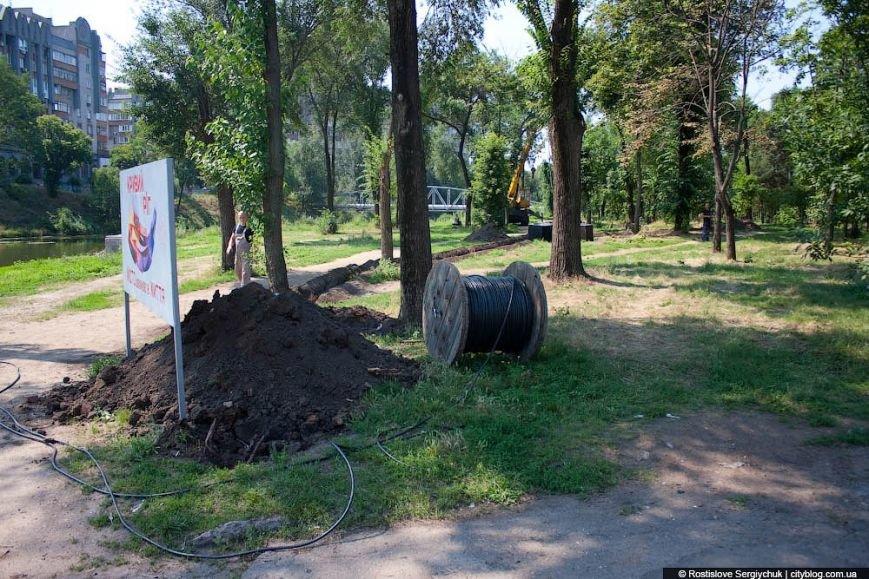 «Криворожэлектромонтаж» начали работы по установке светодиодного освещения в городском парке (ФОТО) (фото) - фото 1