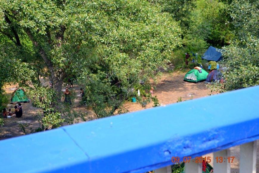 Возле Московского моста расположился табор цыган (ФОТО) (фото) - фото 1
