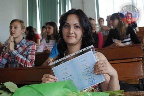 «ДНР» выдала выпускникам ВУЗов дипломы собственного образца (ФОТО) (фото) - фото 1