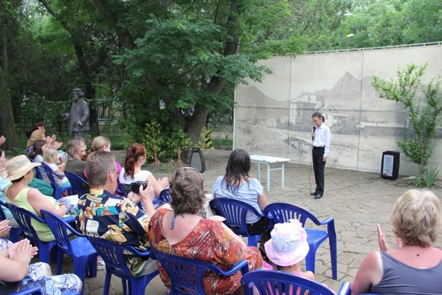 Концерт во дворике Дома Поэта